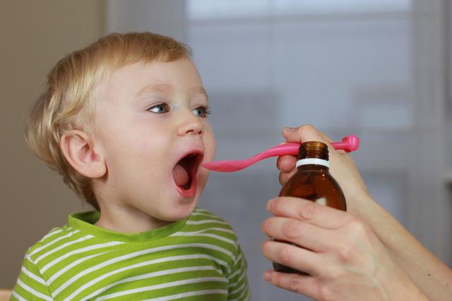 Bé uống bổ sung vitamin có làm hại gan thận của bé không?